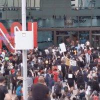 ABD iç savaşa doğru: Göstericiler CNN binasına saldırdı!