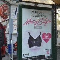 'Ahlaksız' diyerek kapatmışlardı; o reklam değişti!