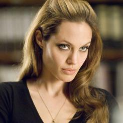Angelina'nın yolunu gözlüyorlar