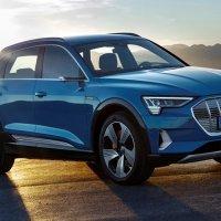 Audi, elektrikli e-tron üretimini beklemeye aldı