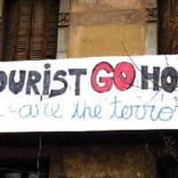 Barselona'da turist karşıtı afişler tepki çekti
