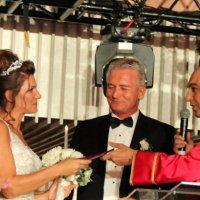 Buse Biçer evlendi!