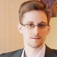 Edward Snowden iPhone kılıfı yapıyor