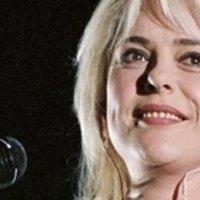 Efsanevi şarkıcı kansere yenik düştü!