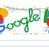 Google bu defa kendini 'doodle'ladı