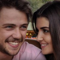 Hande Erçel ve Tolga Sarıtaş aşkı gün yüzüne çıktı!