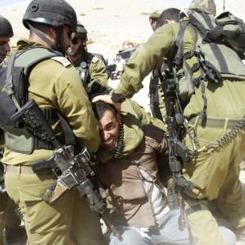 İsrail askerlerinden gazetecilere saldırı