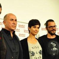 İstanbul Kırmızısı için dev oyuncu kadrosu