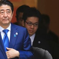 Japonya'da sandıktan bir kez daha Abe çıktı