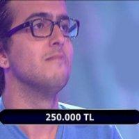 Liseli yarışmacı 1 milyon TL.'lik soruya ulaştı!