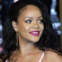 Rihanna'dan Afrika'da eğitime destek
