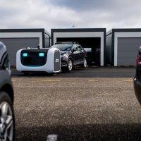 Robot valeler havaalanında çalışıyor