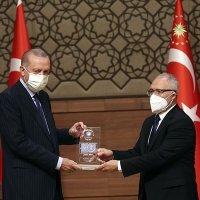 """""""Yılın Köşe Yazarı Ödülü""""nü Abdulkadir Selvi aldı"""