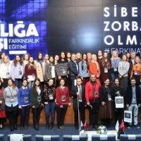 """""""Siber Zorba Olma! #farkinavar"""" hareketi"""