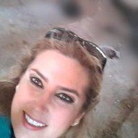 Suriyeli kadın gazeteciden katliam selfiesi!