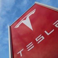 Tesla eski çalışanından 167 milyon dolar istiyor