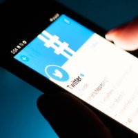 Twitter mavi tik özelliğini askıya aldı