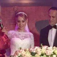 Ünlü ekran yüzü ile evlendi!