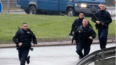 Fransa'da terörist avı