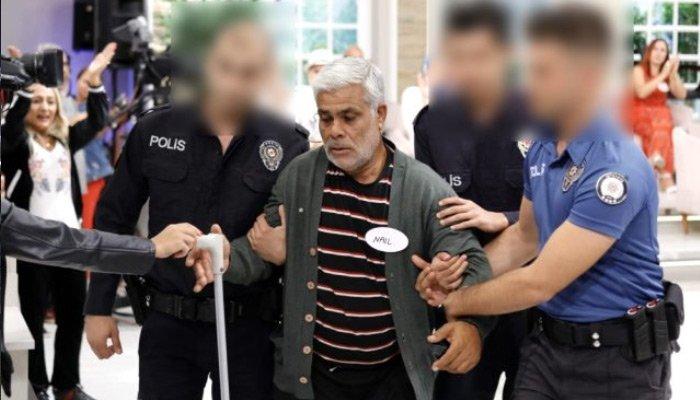 Canlı yayında gözaltına alındı!