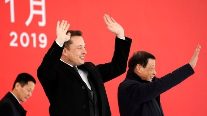 Elon Musk Çin'de Tesla fabrikası açtı