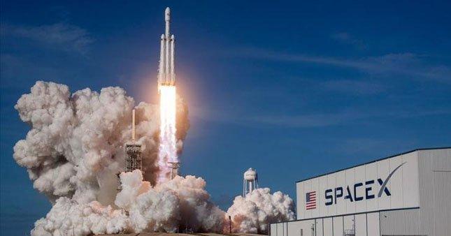 Falcon Heavy roketi ilk kez ticari amaçlı fırlatıldı