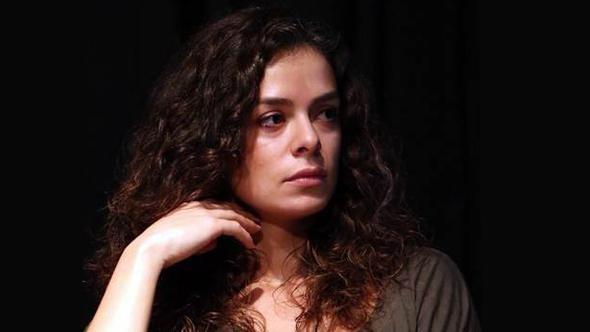 'Kadın' dizisinde Özge Özpirinçci'nin partneri için hangi oyuncuyla görüşülüyor?