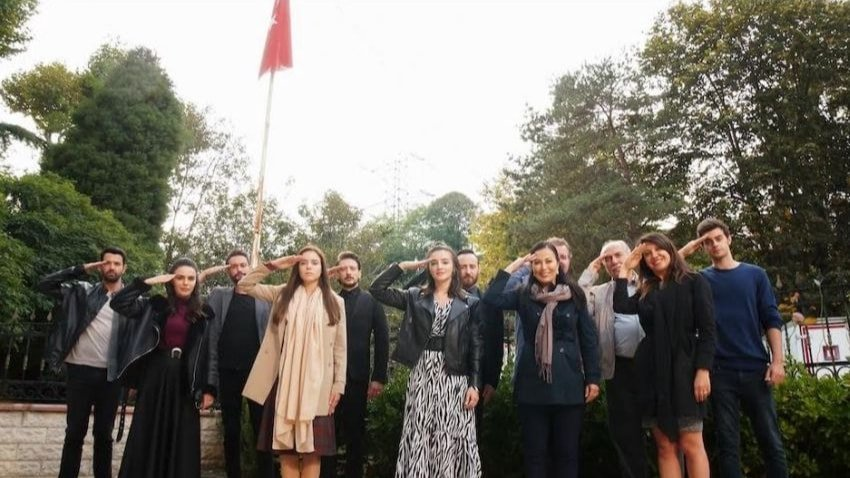 Kimse Bilmez oyuncularından Mehmetçiğe destek