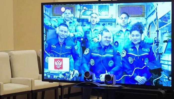 Putin, uzaydaki astronotlarla canlı bağlantı yaptı