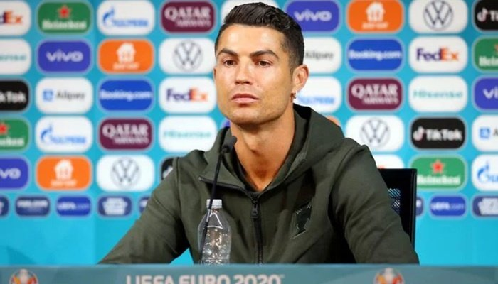 Ronaldo'nun su hamlesinin Coca-Cola'ya bedeli 4 milyar dolar