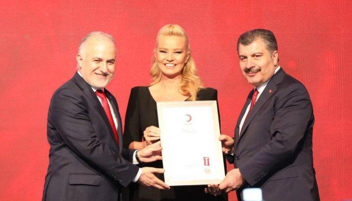 Türk Kızılay'ından Müge Anlı'ya ödül
