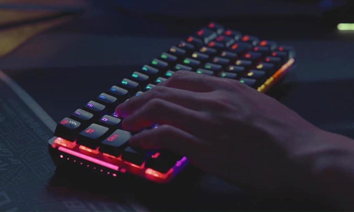 Kablosuz oyuncu klavyesi ROG Falchion tanıtıldı!