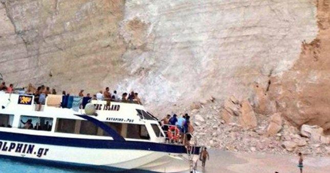 Yunanistan'ın ünlü plajı çöktü