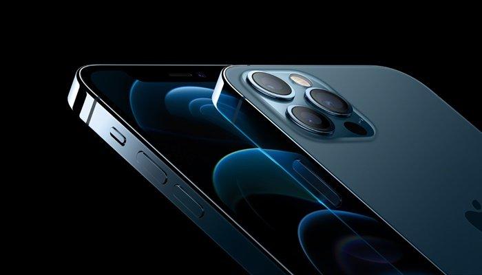 iPhone 12 Pro Max en iyi ekrana sahip telefon seçildi