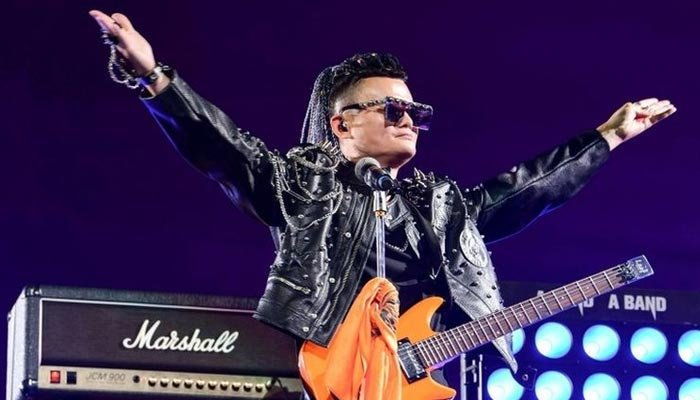 Rock konseriyle emekli oldu