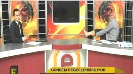 CHP Milletvekili canlı yayında ayağını masaya uzatıp...