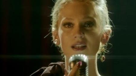 Farah Zeynep şarkıcılara taş çıkardı