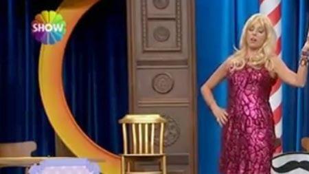 Güldür Güldür Show Seda Sayan taklidi