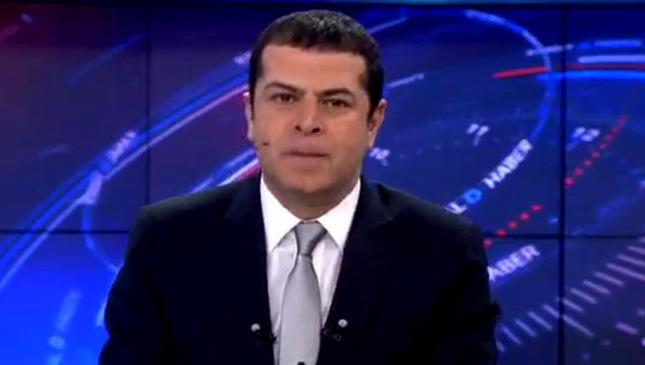 Kanal D Haber spikeri Cüneyt Özdemir'in canlı yayında başına sinek musallt olunca bakın ne yaptı.
