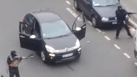 Paris'te saldırganlarla polis arasında kovalamaca