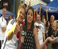 Alman taraftar canlı yayında muhabiri öptü